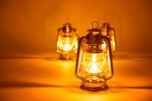 Petroleumlampen in einer Reihe